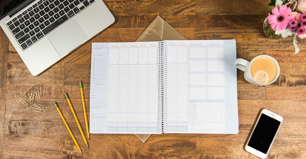 The Mama CEO Planner is the BEST planner for mom entrepreneurs. It combines both your business and family life into a magic planning system! best planner for moms / planner organization tips / planner ideas / life planner / planner addicts